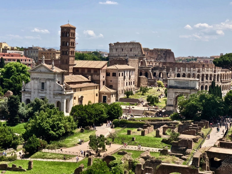 Roma Antiga com Coliseu ao fundo