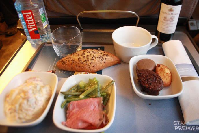 Refeição servida na classe Standard Premier do trem Paris Londres