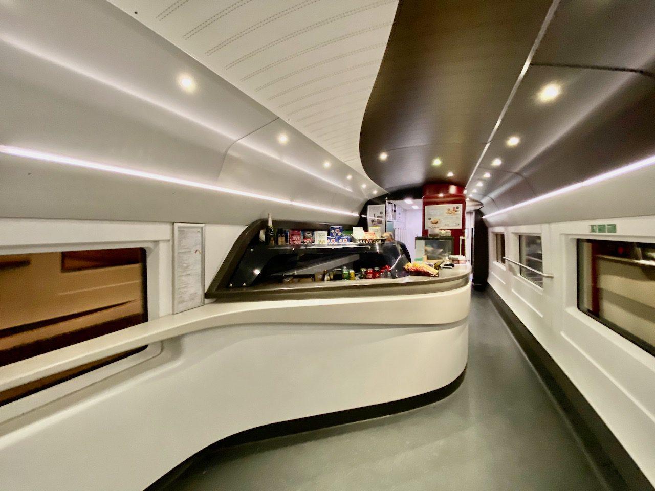 O ultra-moderno novo vagão restaurante do trem Paris Londres
