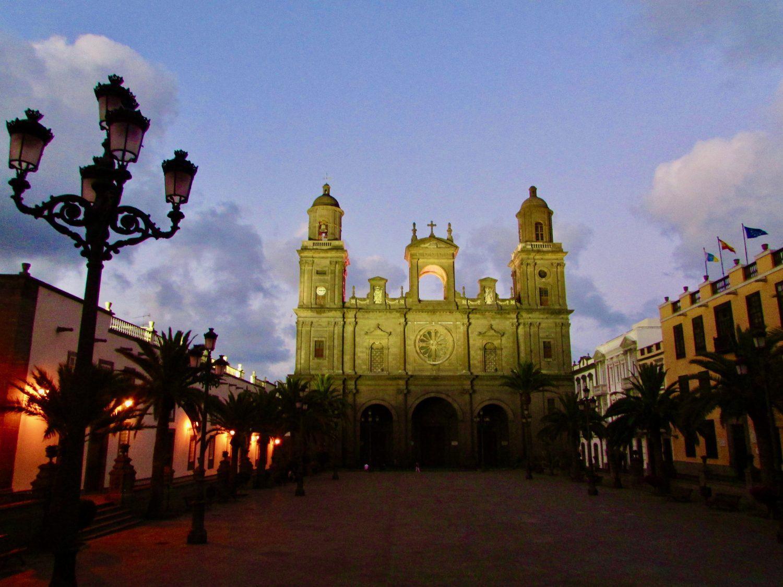 Catedral de Gran Canaria ao anoitecer
